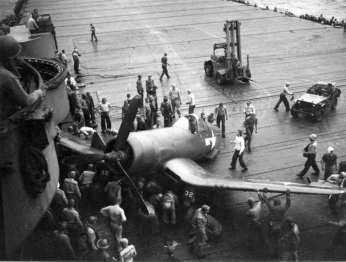 CorsairMishap_16_VBF85_F4U-1D_USS_ShangriLaCV38_21JUL45